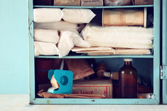 Винтажный античный деревянный стол kiton скорой помощи Фильтрованное изображение Стоковые Фото