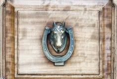 Винтажный латунный Knocker двери лошади стоковые изображения