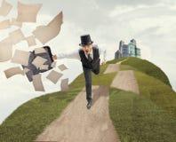 Винтажный бизнесмен бежать через поле стоковые фотографии rf