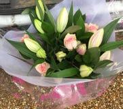 Винтажный букет розы и лилии пинка стоковые изображения