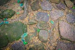 Винтажный булыжник природы и мостоваая камешков в дезорганизованный стоковое изображение