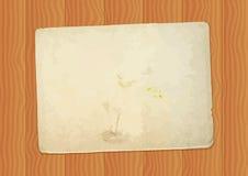 Винтажный бумажный лист на деревянной предпосылке Стоковые Фото
