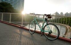 Винтажный велосипед в жилом районе Гонконга Стоковая Фотография