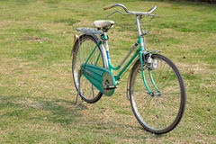 Винтажный велосипед в старом городке, Ayutthya стиля Стоковые Изображения