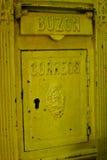 Винтажный желтый почтовый ящик Стоковые Фото