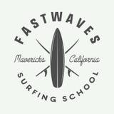 Винтажный занимаясь серфингом логотип, эмблема, значок, ярлык, метка иллюстрация штока