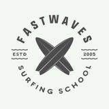 Винтажный занимаясь серфингом логотип, эмблема, значок, ярлык, метка иллюстрация вектора