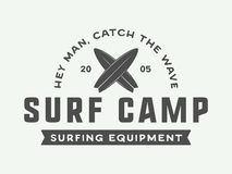 Винтажный занимаясь серфингом логотип, эмблема, значок, ярлык, метка бесплатная иллюстрация