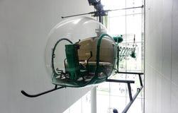 Винтажный зеленый вертолет на дисплее Стоковые Изображения