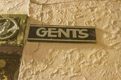 Винтажный знак ванной комнаты gents Стоковые Изображения