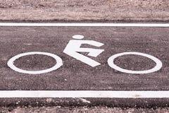 Винтажный знак велосипеда на дороге, пути велосипеда Стоковая Фотография RF