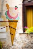 Винтажный знак рекламы конуса мороженого Стоковое фото RF