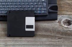 Винтажный диск запоминающего устройства на постаретой древесине Стоковая Фотография