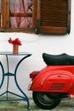 Винтажный итальянский самокат стоковое фото