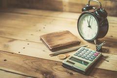 Винтажный калькулятор часов с карманн денег Стоковые Фото