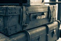 Винтажный кожаный чемодан от начала двадцатого века Взгляд со стороны Стоковые Изображения