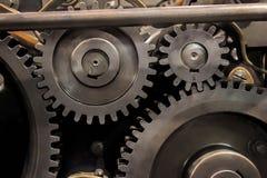Винтажный комплект собрания колес шестерней cogs Механизм разделяет взгляд макроса Различные зубы cogwheels формируют объекты с т Стоковое Фото