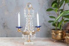 Винтажный кристаллический подсвечник металла для 2 свечей стоковые изображения rf