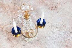 Винтажный кристаллический подсвечник металла для 2 свечей стоковые изображения