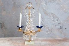 Винтажный кристаллический подсвечник металла для 2 свечей стоковое фото rf