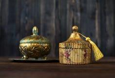 Винтажный ларец с патиной и золочением стоковая фотография