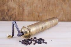Винтажный механизм настройки радиопеленгатора с зернами кофе Стоковые Изображения