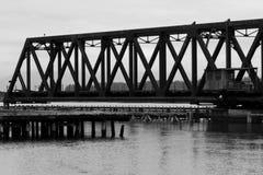 Винтажный мост качания на острове Whidby стоковое изображение rf