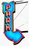 Винтажный неоновый знак парка на белизне стоковое изображение rf