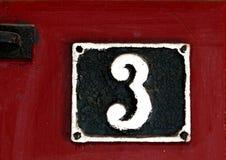 Винтажный номер дома металла на стене Стоковые Фото