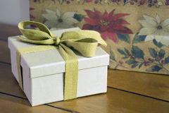 Винтажный обернутый подарок Стоковые Фотографии RF