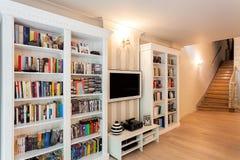 Винтажный особняк - стена книг Стоковое Изображение RF