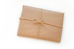 Винтажный пакет связанный вверх по изолированный на белой предпосылке стоковая фотография rf