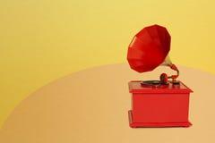 Винтажный патефон красного цвета Стоковое Фото