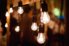Винтажный пейзаж электрических ламп с деревянными планками стоковые фото
