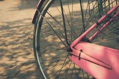 Винтажный пинк колеса велосипеда Стоковые Изображения