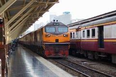 Винтажный поезд, который нужно уйти от станции Стоковые Изображения RF
