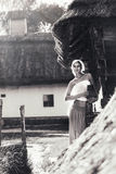 Винтажный портрет молодой женщины с кувшином Стоковые Изображения RF