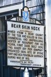Винтажный положительный знак шеи Bearskin стоковые фото