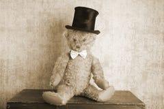 Винтажный плюшевый медвежонок стоковые изображения rf