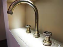 Винтажный ретро латунный faucet водопроводного крана Стоковое фото RF