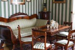 Винтажный ретро Redwood обедая чайная комната стоковая фотография