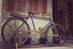 Винтажный ржавый велосипед стоковая фотография rf