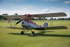 Винтажный самолет-биплан сумеречницы тигра DH82a Стоковое фото RF