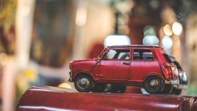 Винтажный симпатичный малый красный автомобиль стоковая фотография rf