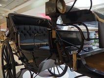 Винтажный смотритель экипажа корабля покинул вентилятор дороги металла дерева спиц колеса комфорта императора Стоковые Изображения RF