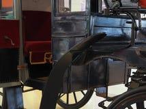 Винтажный смотритель экипажа корабля покинул вентилятор дороги металла дерева спиц колеса комфорта императора Стоковое фото RF