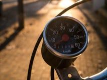 Винтажный спидометр на старом велосипеде Стоковая Фотография RF
