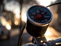 Винтажный спидометр на старом велосипеде Стоковые Фото