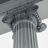 Винтажный старый столбец здания суда правосудия Стоковые Изображения