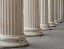 Винтажный старый столбец здания суда правосудия Стоковое Фото